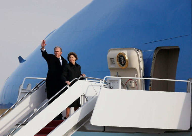 Image: Bush family depart Washington with the remains of U.S. President George W. Bush at Joint Base Andrews