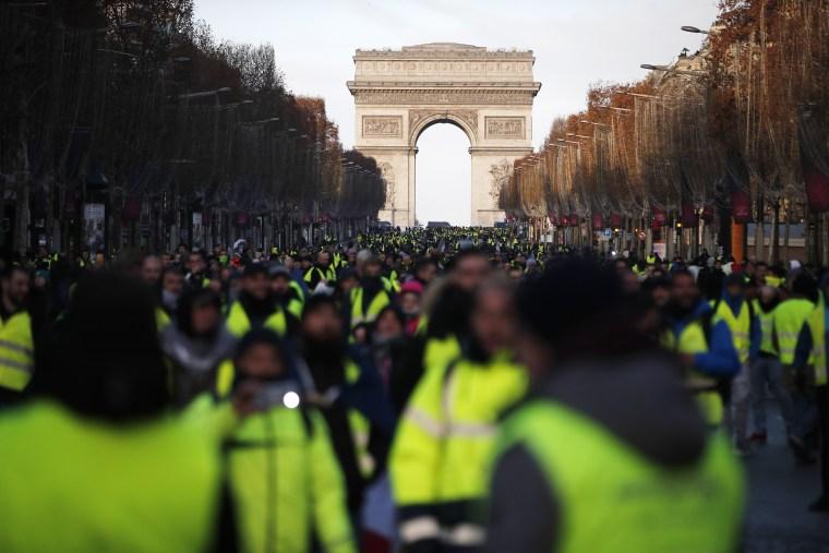 Image: Yellow vests protest in Paris