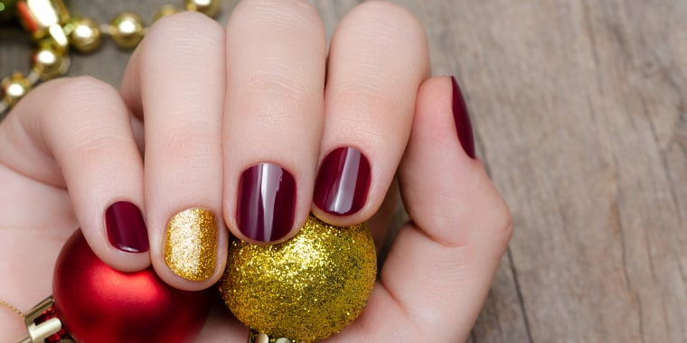 Holiday nail art - Holiday Nails 2018: 10 Christmas Nails Designs To Try