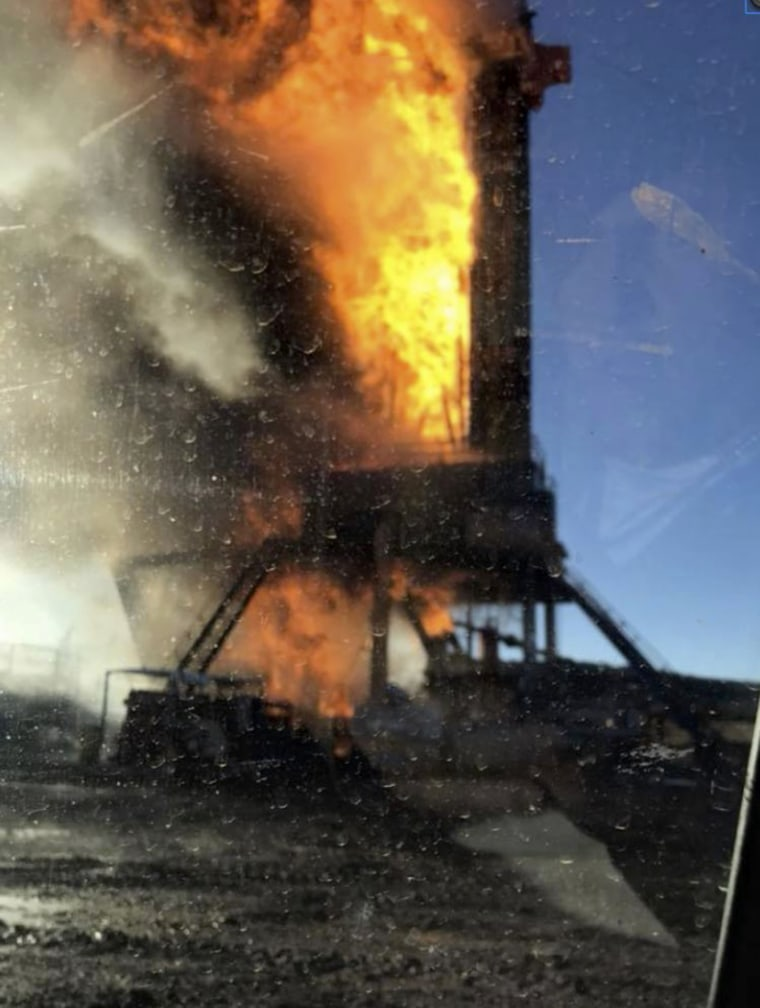 Image: Oil rig on fire