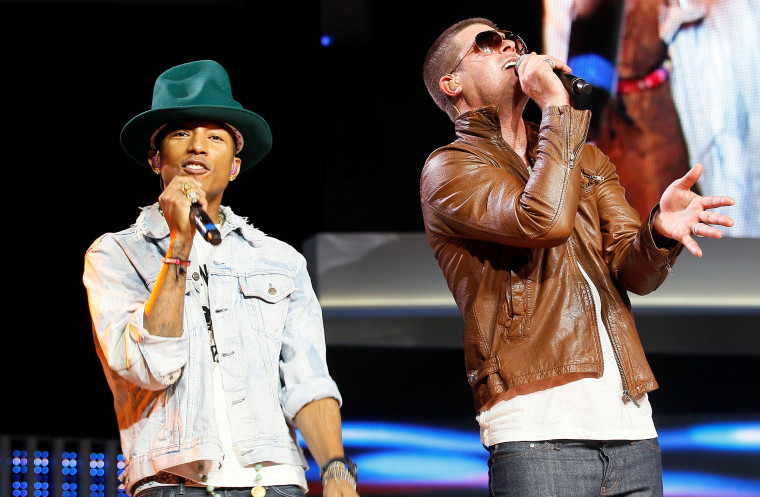 Image: Singer, Williams and Thicke perform together at the Walmart annual shareholders meeting in Fayetteville