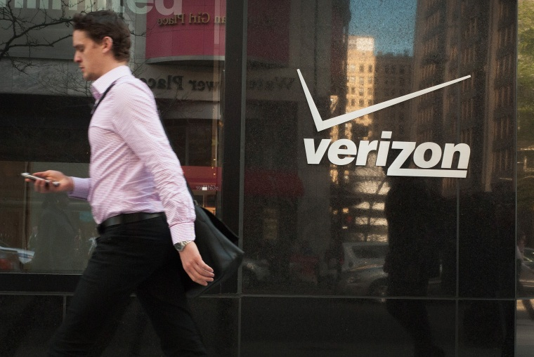 Image: Verizon Shares Fall Lower On Missed Revenue Targets, And Drop In Customers