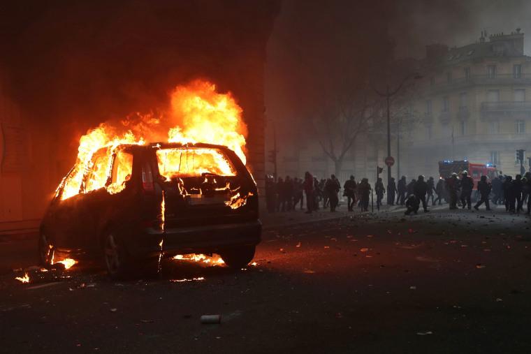 Image: TOPSHOT-FRANCE-POLITICS-SOCIAL-DEMO