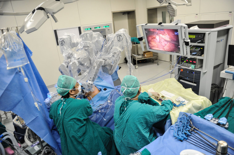 Image: Da Vinci Surgical Robot Works In Southern Part Of China