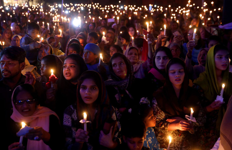 Image: Christmas preparations in Pakistan