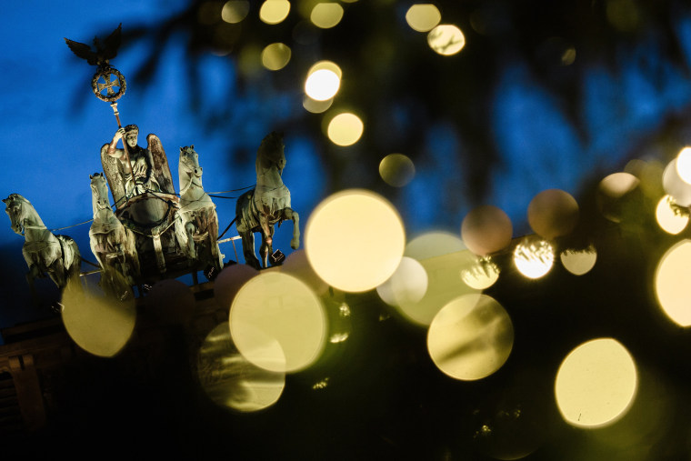 Image: Christmas tree at Brandenburg Gate in Berlin
