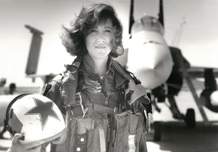 Image: U.S. Navy photo of Southwest Airlines pilot Tammie Jo Shults photo in 1992