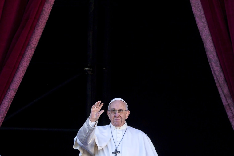 Image: Pope Francis delivers the Urbi et Orbi Christmas Day message