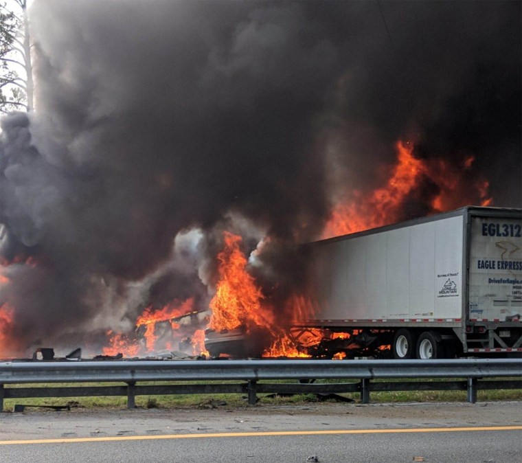 Image: Alachua County Crash/Fire: 6 Dead. 8 Others Injured in Multi Vehicle Car Accident in Florida