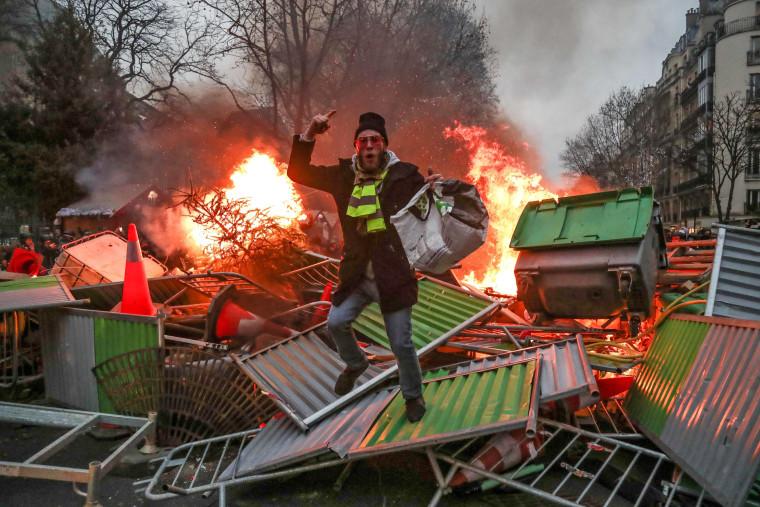 Image: TOPSHOT-FRANCE-POLITICS-SOCIAL-PROTEST