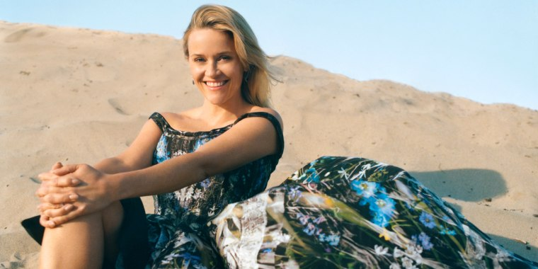 Reese Witherspoon Poses With Look Alike Mother And Daughter For Vogue