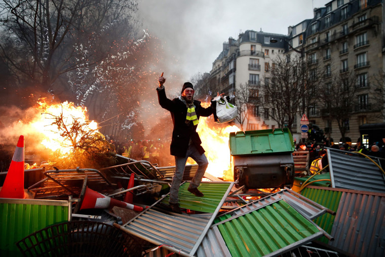 """Image: \""""Yellow vest\"""" protester"""