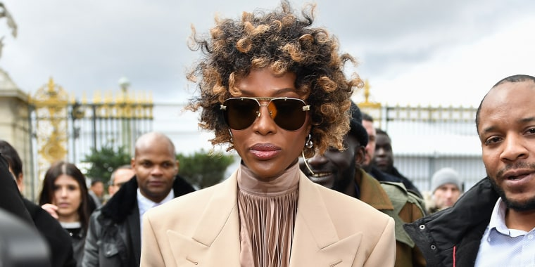 Naomi Campbell trades her signature straight hair for gorgeous curls
