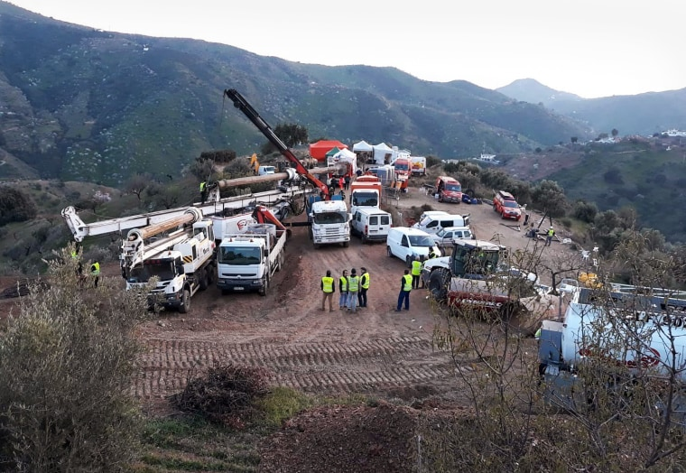 Image: Rescue operation of a two year old boy who fell into a well in Malaga