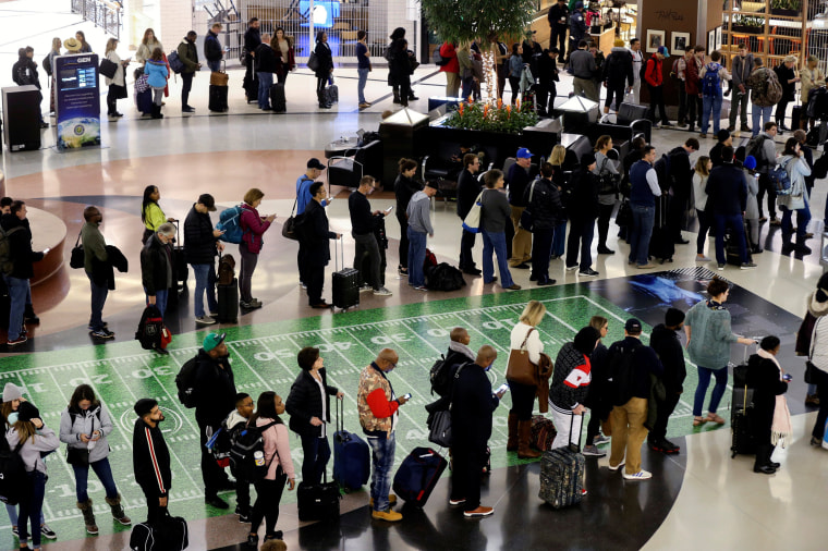 Image: Long lines at security checkpoints at Hartsfield-Jackson Atlanta International Airport amid the government shutdown on Jan. 18, 2019.