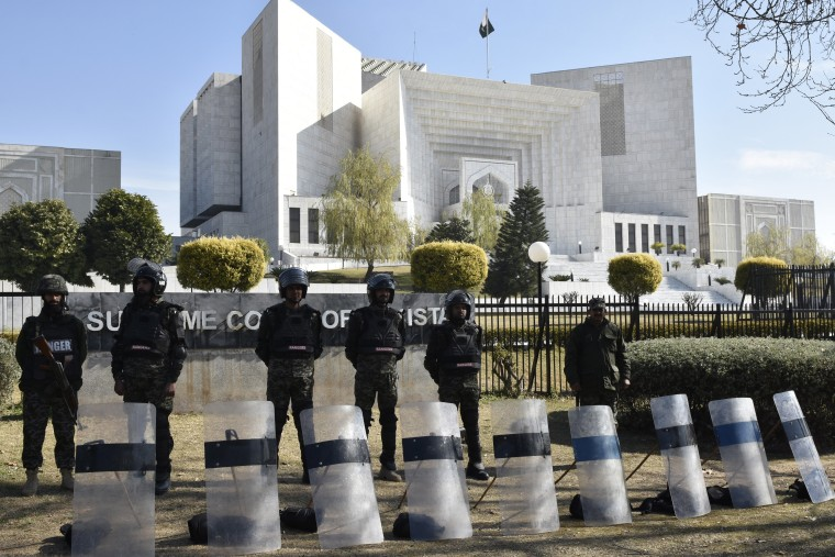 Image: Security outside Pakistan's Supreme Court
