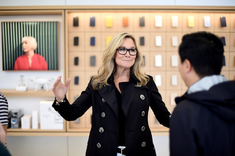 Image: FILE PHOTO: Apple Inc.'s senior vice president of retail and online stores Ahrendts speaks with a worker at Apple's new retail store during a media preview in San Francisco