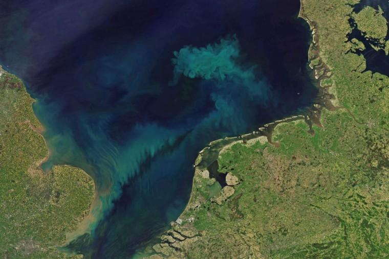 190206-ocean-color-climate-change-ac-602p_00d48e93256d83182c410fbd93710345.fit-760w.jpg