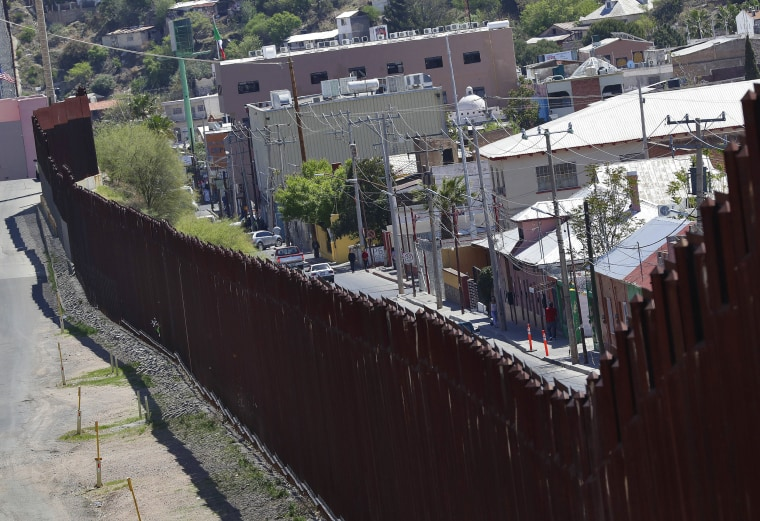Image: Nogales, Mexico/Arizona