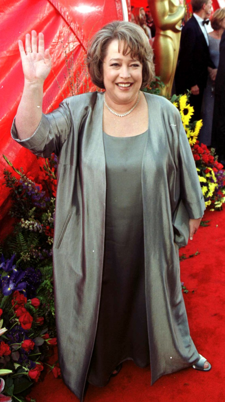 Oscar nominated American actress Kathy Bates arrives at the Dorothy Chandler Pavilion in Los Angeles for the 71st annual Academy Awards, wearing a Dana Buchman dress and Harry Winston jewellery.    * Oscar nominee.   (Photo by Peter Jordan - PA Images/PA Images via Getty Images)