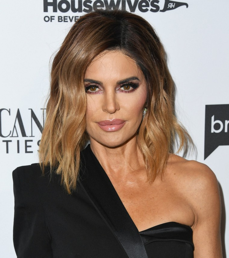 Real Housewives Star Lisa Rinna Rocks New Hairstyle With