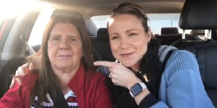 Mom with dementia recognizes daughter in viral video