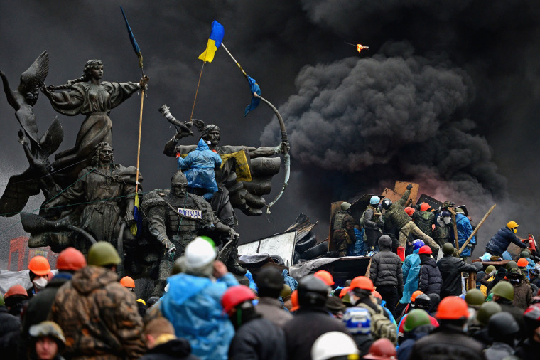 Image: Anti-government protesters continue to clash with police in Independence square, despite a truce agreed between the Ukrainian president and opposition leaders