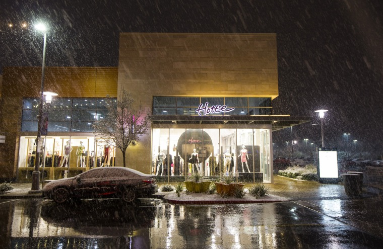 Snow falls in Las Vegas for the second time in a week