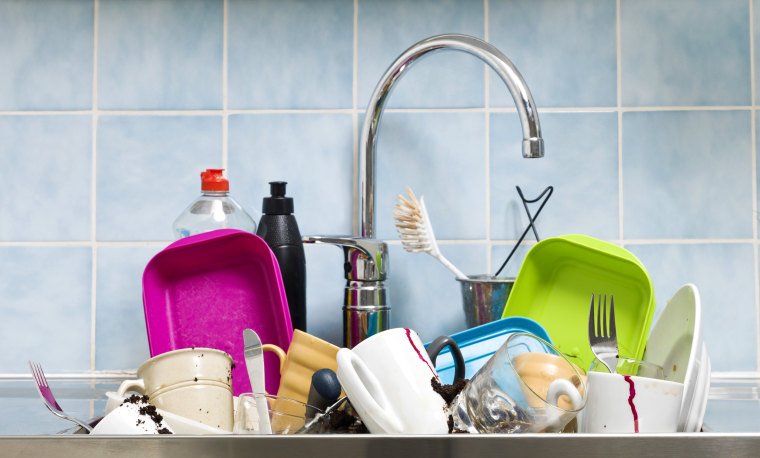 Image: Messy kitchen with dishes in the sink