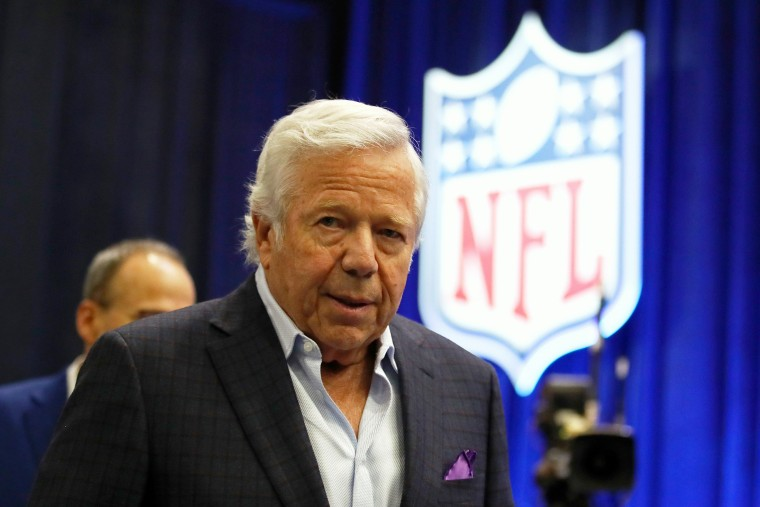 Robert Kraft says he's 'truly sorry' in first statement since massage parlor sting
