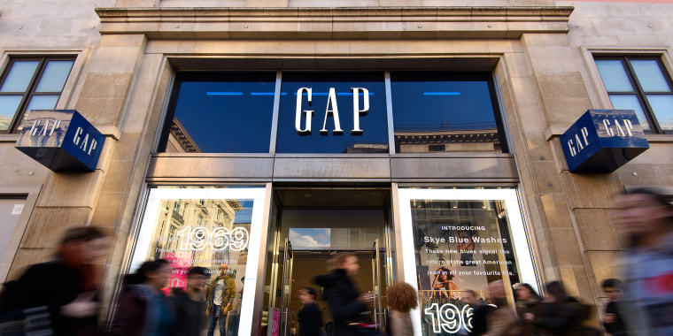 Gap to close 230 stores