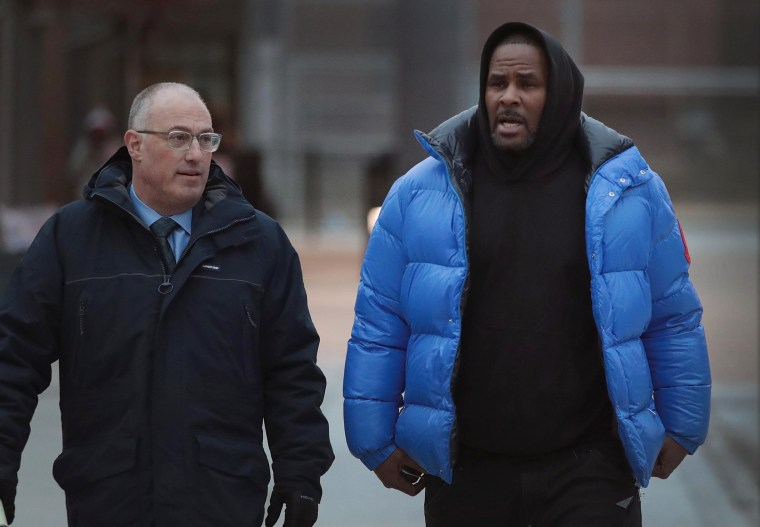 Image: R. Kelly Appears In Court For Aggravated Sexual Abuse Charges