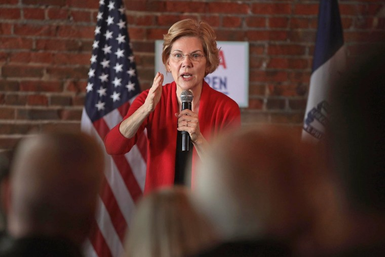 Image: Democratic Presidential Candidate Elizabeth Warren (D-MA) Holds Campaigning Organizing Event In Dubuque, Iowa