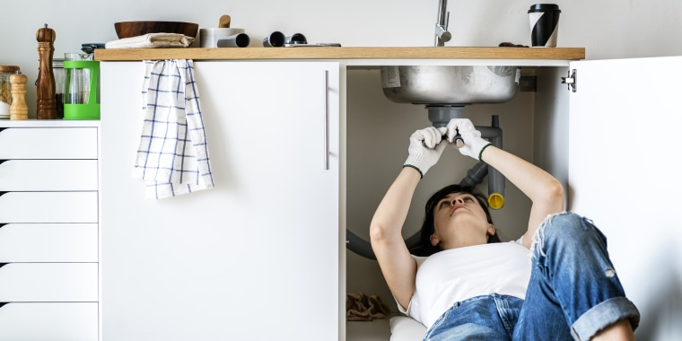 Use these tips on how to install a new kitchen faucet while avoiding any plumbing bloopers.