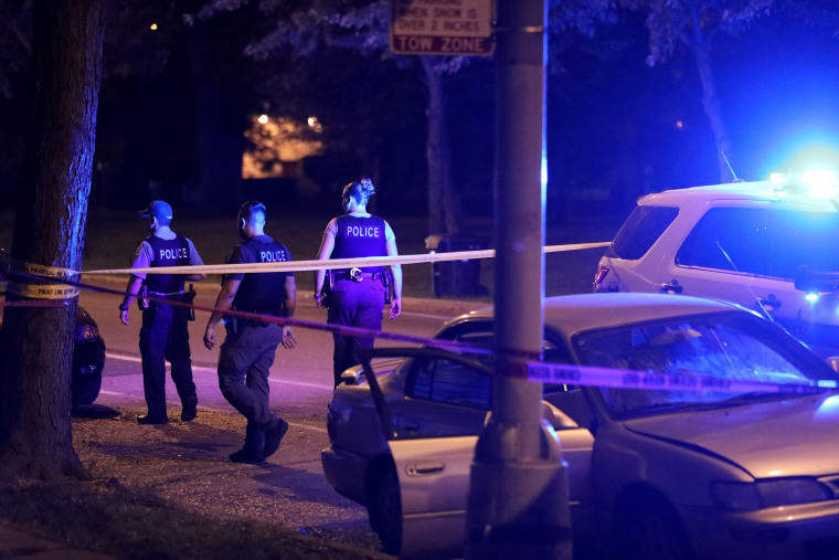 Weekend toll in Chicago: 31 people shot, 2 fatally