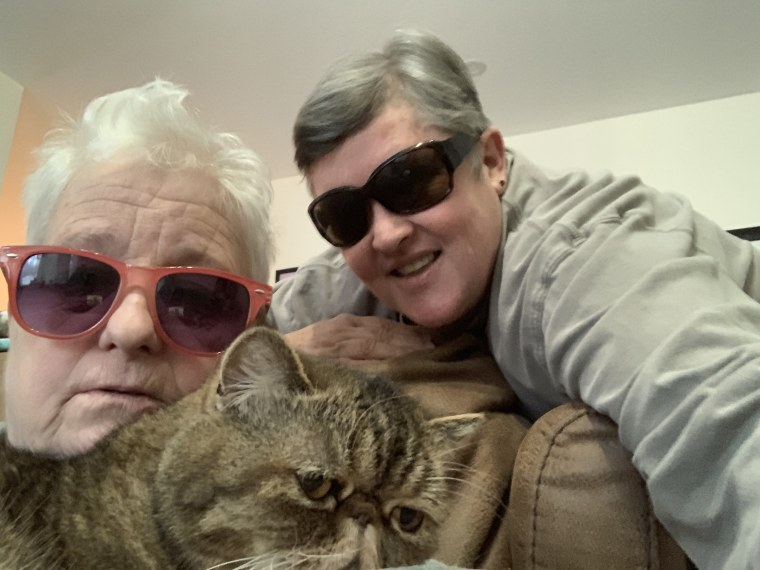 Old fat lesbians' who smoke pot find captive Instagram audience