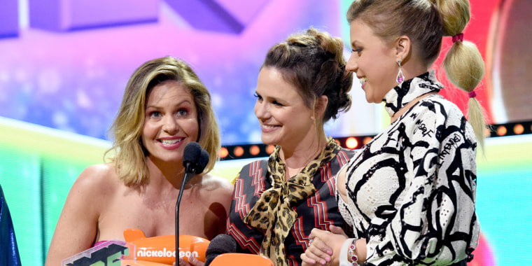 'Fuller House' stars seemingly refer to Lori Loughlin at Kids' Choice Awards