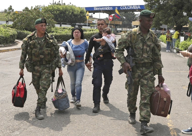 1,000 Venezuelan security forces crossed border since February, Colombian authorities say