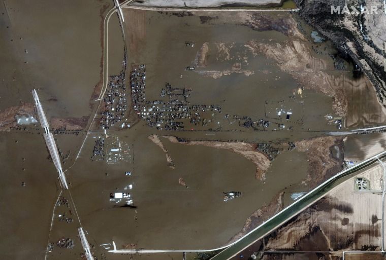 Photos Devastating Floods Leave Midwest Under Water
