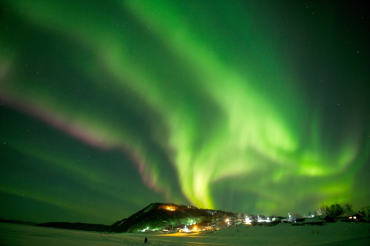 Solar storm heading to Earth may bring Northern Lights far south. Here's how to see the auroras.