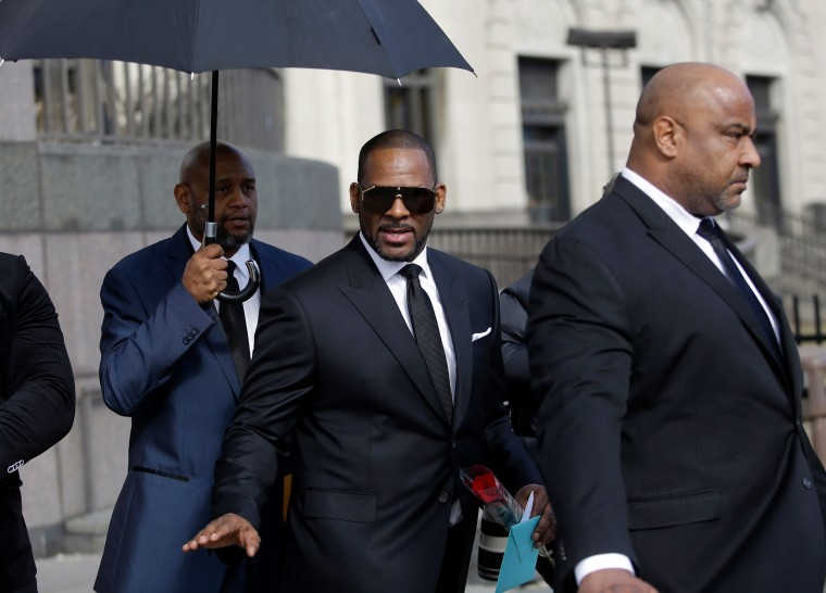 Image: R. Kelly waves after a court hearing on sex abuse charges in Chicago on March 22, 2019.