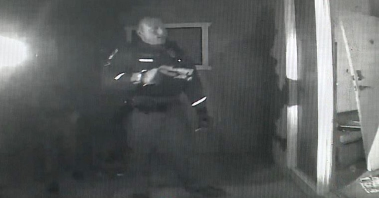 Arizona officers storm house with guns drawn over toddler with a