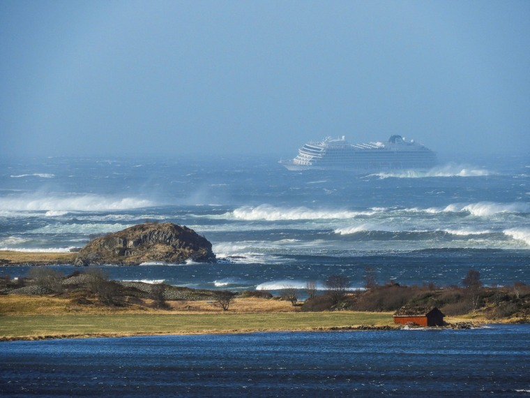 Image: A cruise ship Viking Sky drifts towards land after an engine failure in Hustadvika