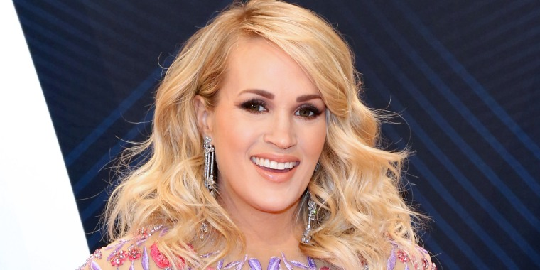 Carrie Underwood post a new pic of her baby bump