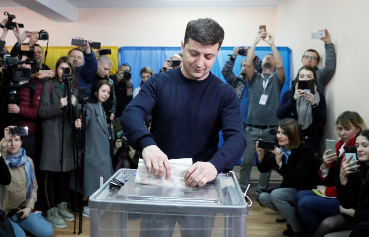 Image: Candidate Zelenskiy casts his ballot during Ukraine's presidential election in Kiev