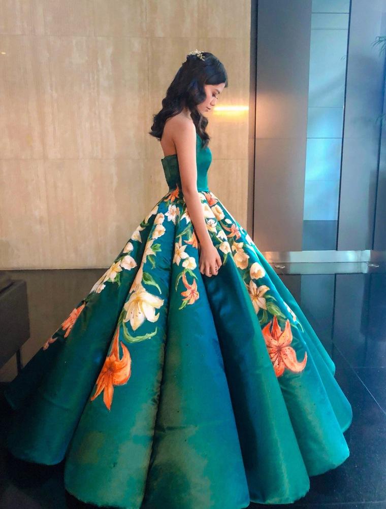 faf1d6680989 Teen's handmade graduation dress goes viral on Twitter