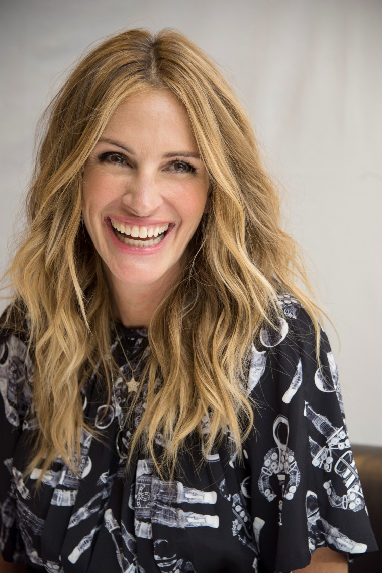 highlights with loose waves hairstyles for women over 50: Julia Roberts