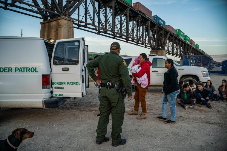 Image: A group of Brazilian migrants board a US Border Patrol van in Sunland Park, New Mexico, on March 20, 2019.