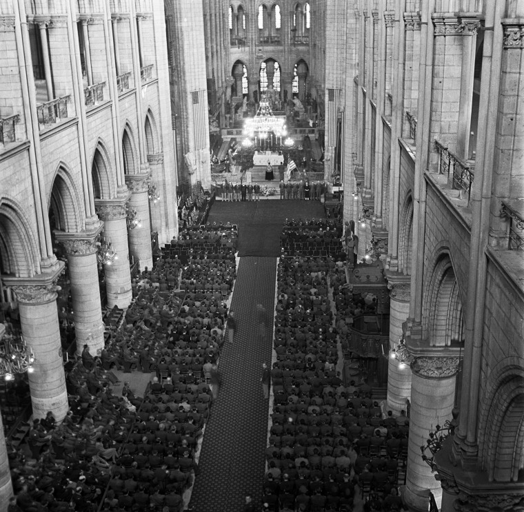 Image: U.S. soldiers fill the pews of Notre Dame during a memorial service for President Franklin Roosevelt on April 16, 1945.