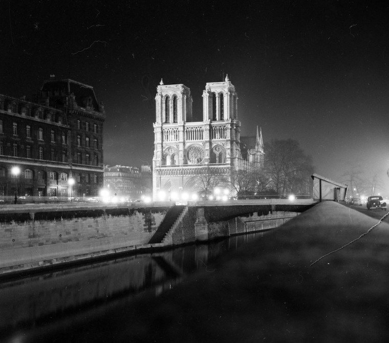 Image: The Notre Dame at night in 1959.